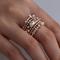 Set di anelli impilabili vintage in oro rosa con anello in metallo con strass geometrici i...