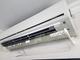 Deflettore di flusso per condizionatore d'aria, con aletta regolabile